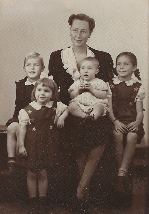 Old portrait of Marian Acker Macpherson and her children